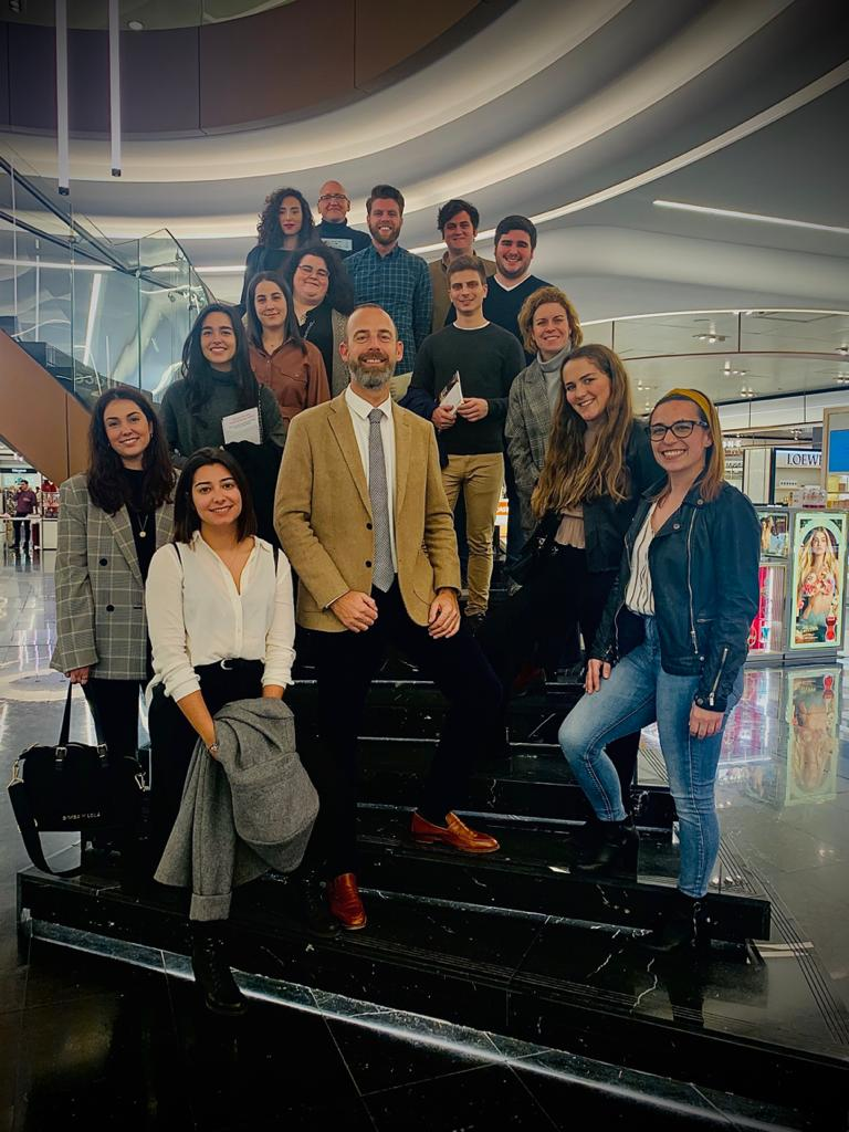 El Corte Inglés de Puerto Banús acoge la visita del máster para desarrollar in situ un interesante seminario sobre el retail marketing en el sector del lujo